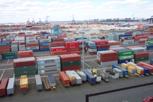 line3174_-_shipping_containers_at_the_terminal_at_port_elizabeth_new_jersey_-_noaa